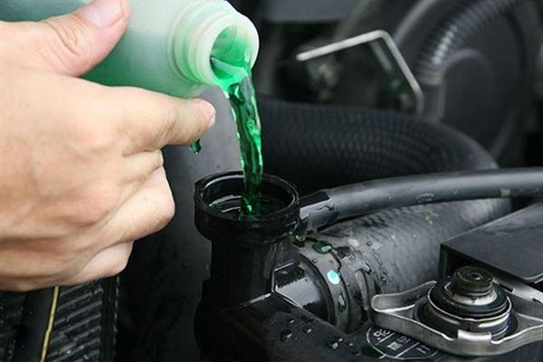 Xe bị mất nước làm mát nhưng không có dấu hiệu rò rỉ, nguyên nhân do đâu?