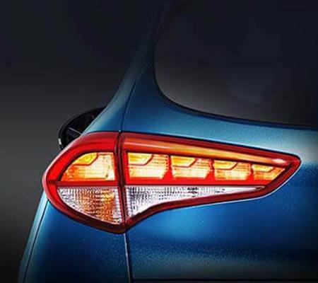 Đèn hậu LED 3D tăng cường độ sáng khi vận hành